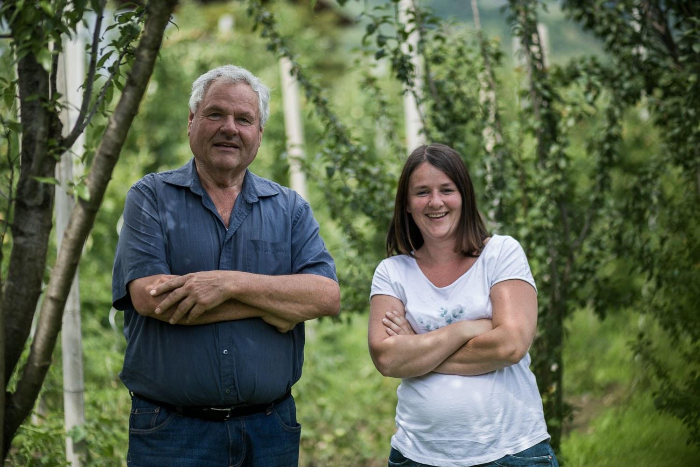 Agricoltrice bio Magdalena con suo padre Walter